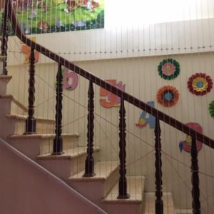 Lắp lưới an toàn cầu thang tại trường học